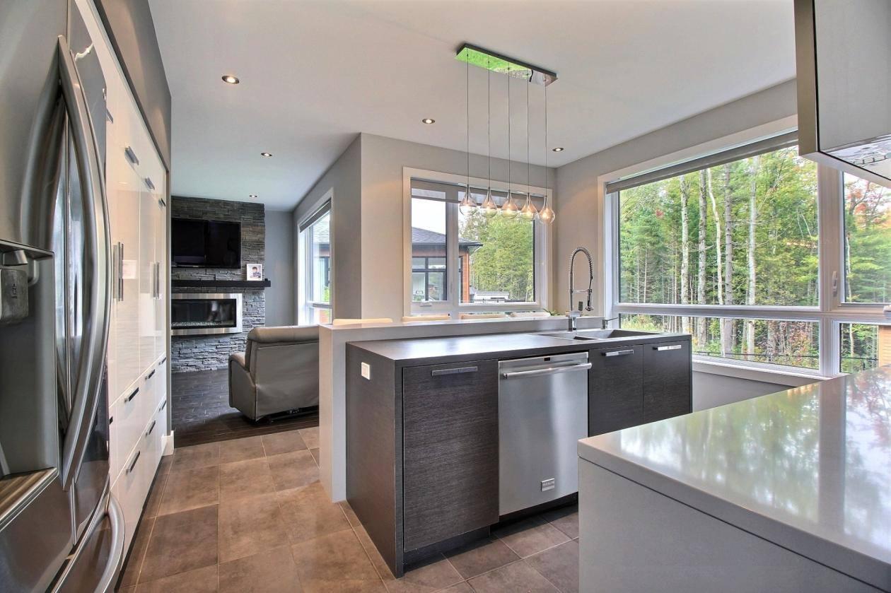 Fenêtres de cuisine blanches