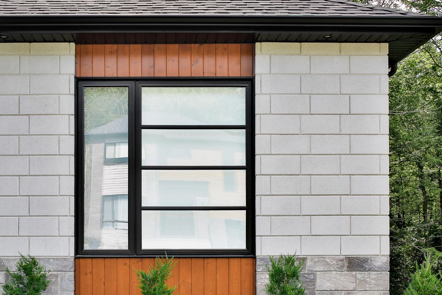 fenêtre noire battant style zen
