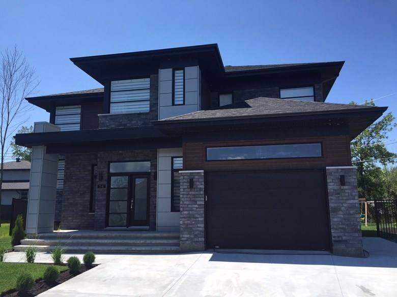Portes et fenêtres extérieures maison style contemporaine