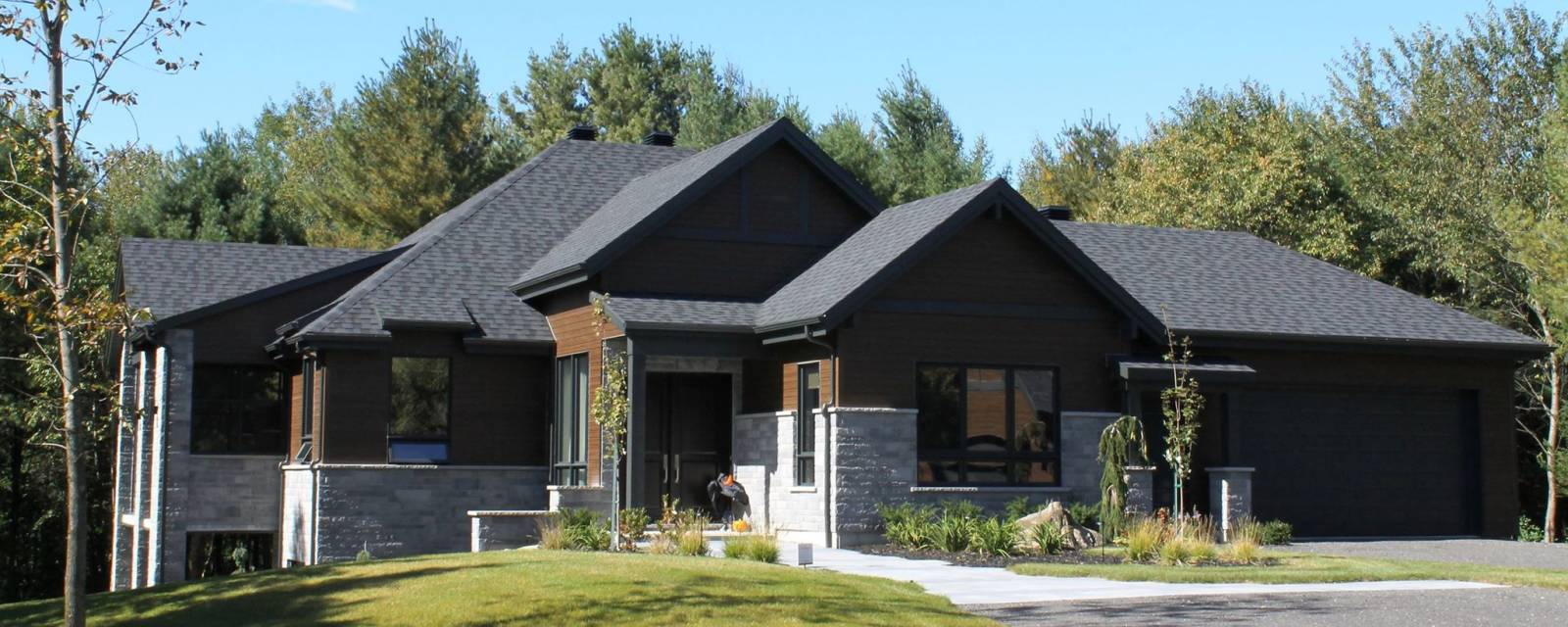 Portes et fenêtres extérieures maison style moderne