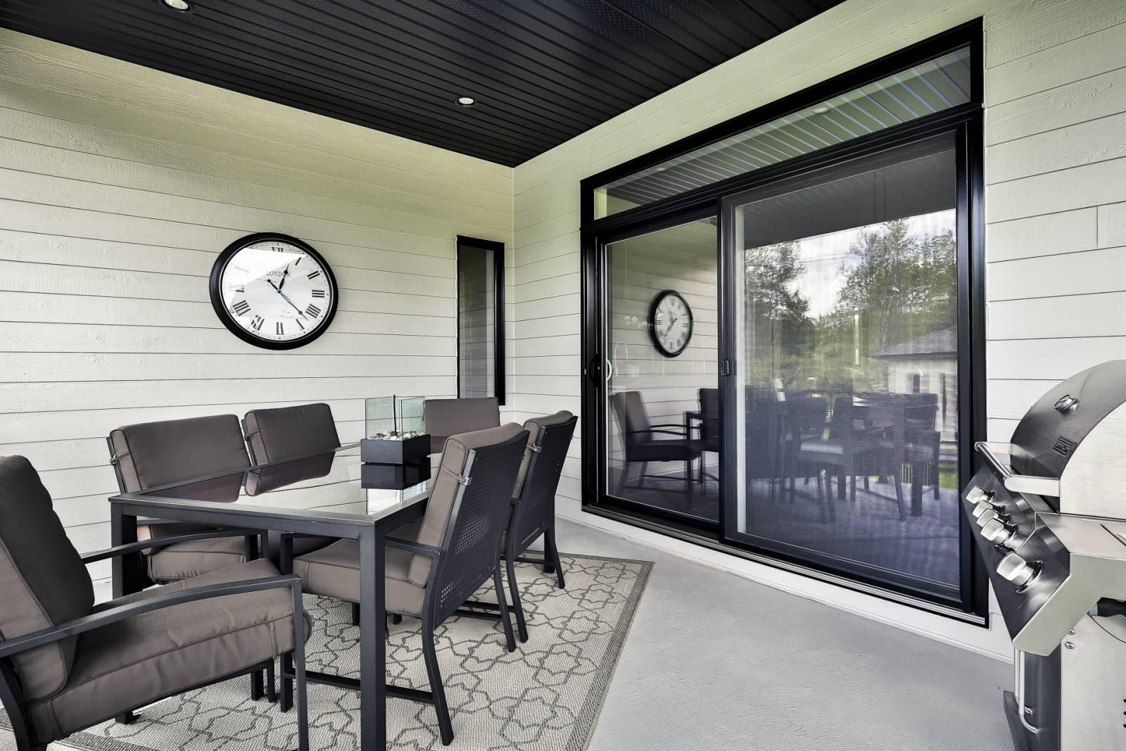 Grande porte patio noire